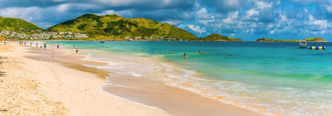 tropisch strand in sint maarten